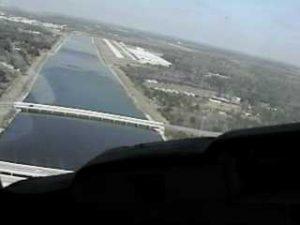 airplane turning final